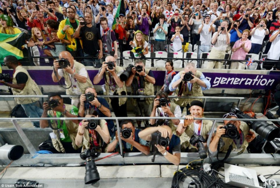 The camera's owner, Jimmy Wixtröm, can be seen smiling bottom-right. Image © Usain Bolt / Aftonbladet.